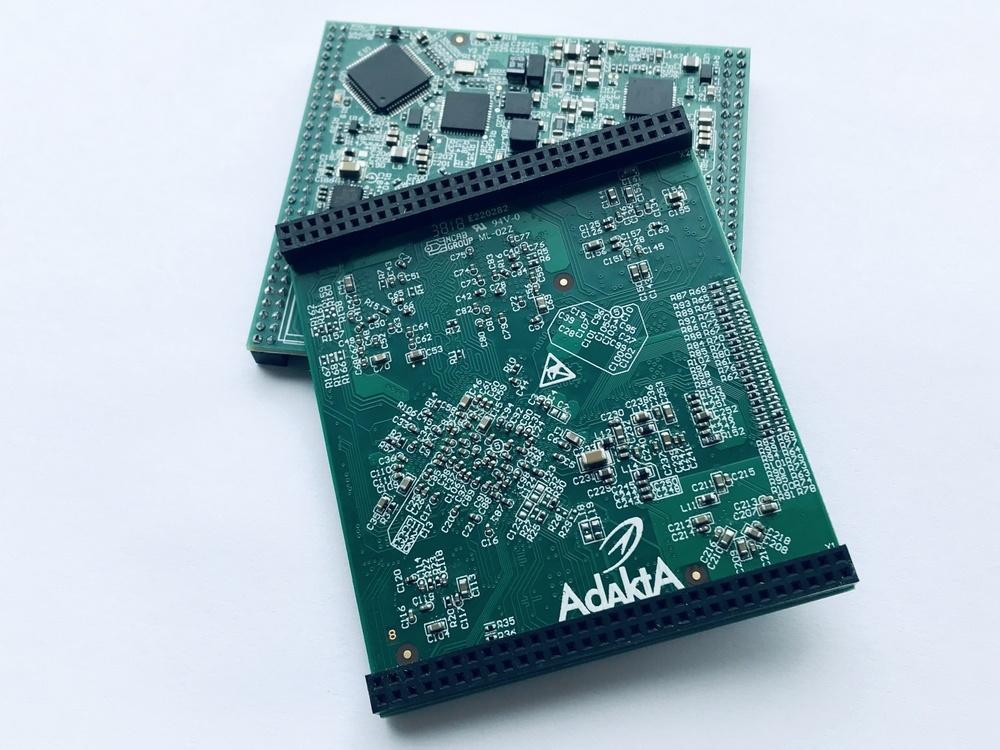 Печатная плата с установленными компонентами (процессорный модуль на процессоре NXP iMX7)